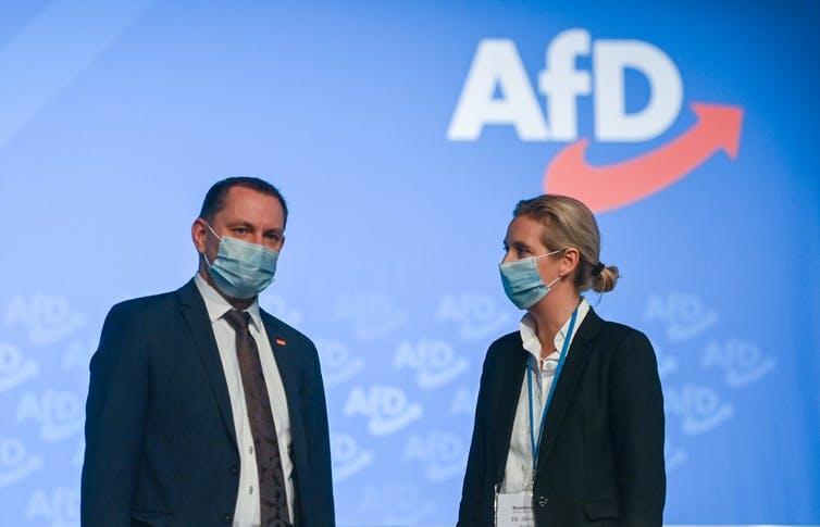 Tino Chrupalla, porte-parole fédéral, et Alice Weidel, porte-parole fédérale adjointe, s'expriment lors du congrès du parti d'extrême droite AfD